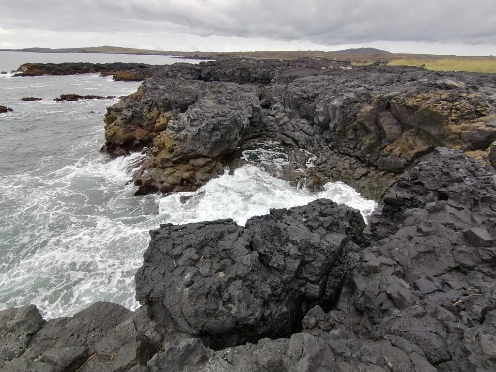 Penisola di Keflavik la piscina di rocce